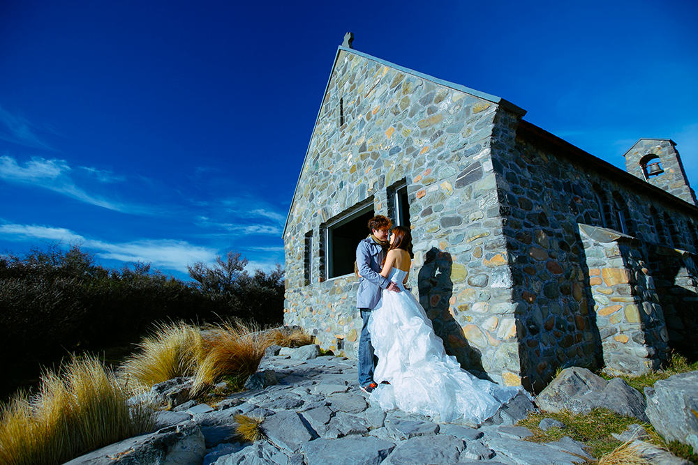 DIY Wedding Photoshoot, Lake Tekapo, Canterbury, New Zealand. www.theweddingnotebook.com