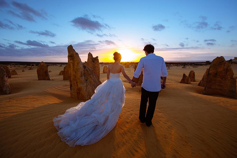 DIY Wedding Photoshoot, The Pinnacles, WA, Australia. www.theweddingnotebook.com
