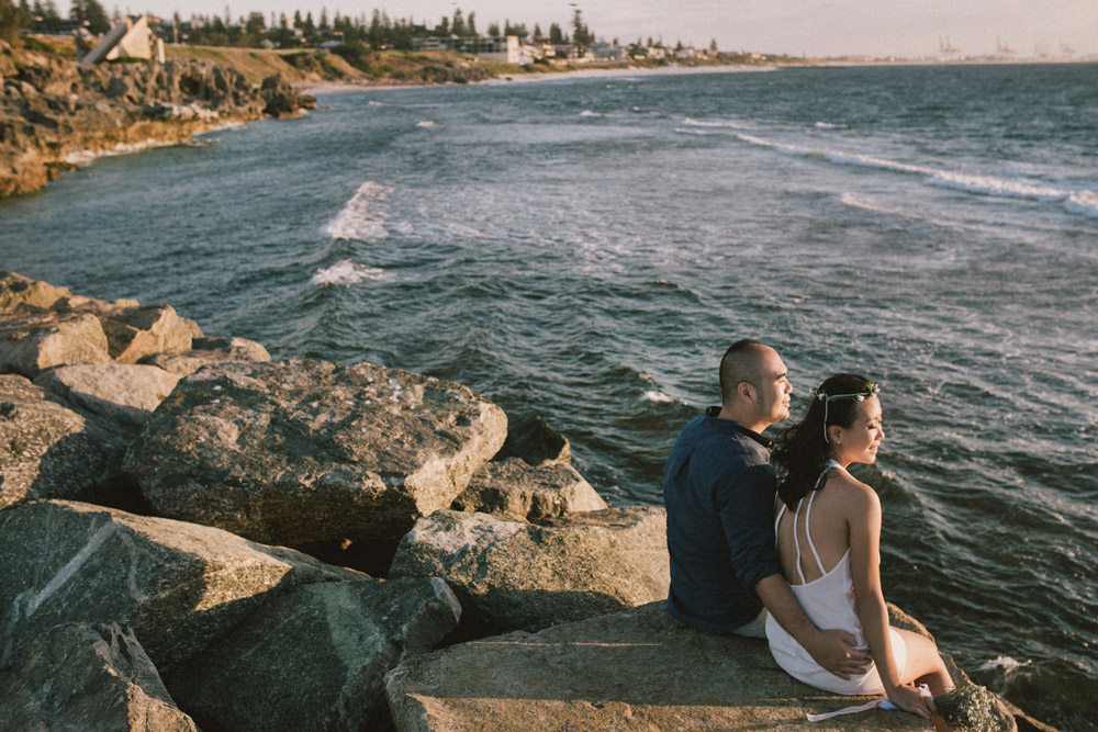 Andy Phe Photography. Cottesloe Beach Perth pre-wedding photos. www.theweddingnotebook.com