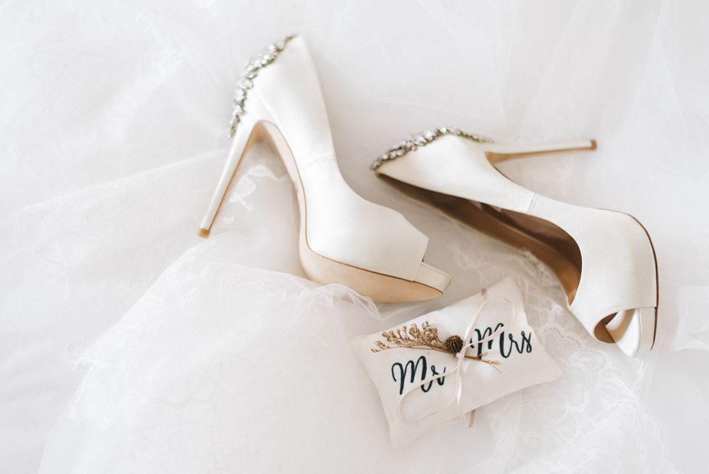 Badgley Mischka bridal shoes. Photo by Feztography. www.theweddingnotebook.com
