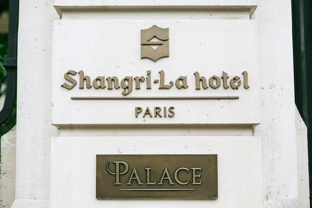 Destination wedding at Shangri-la Hotel Paris. Catherine O'hara Photography. www.theweddingnotebook.com
