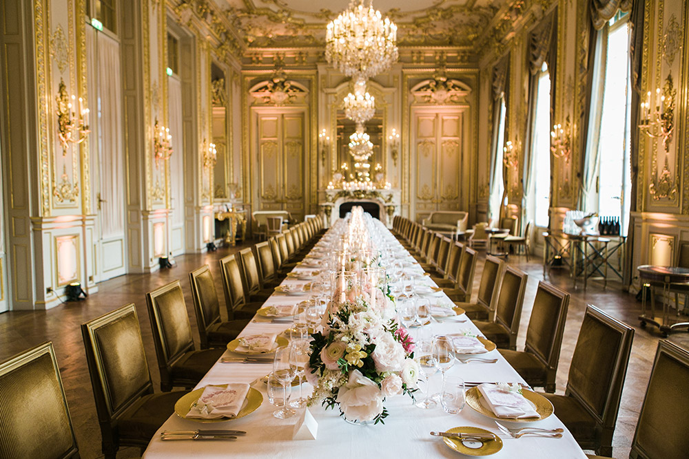 Destination wedding in Shangri-La Hotel Paris. Catherine O'hara Photography. www.theweddingnotebook.com