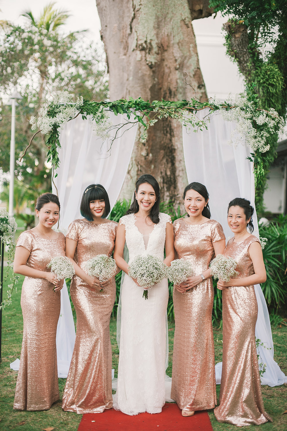 Bridesmaids in rose gold. Munkeat Photography. www.theweddingnotebook.com