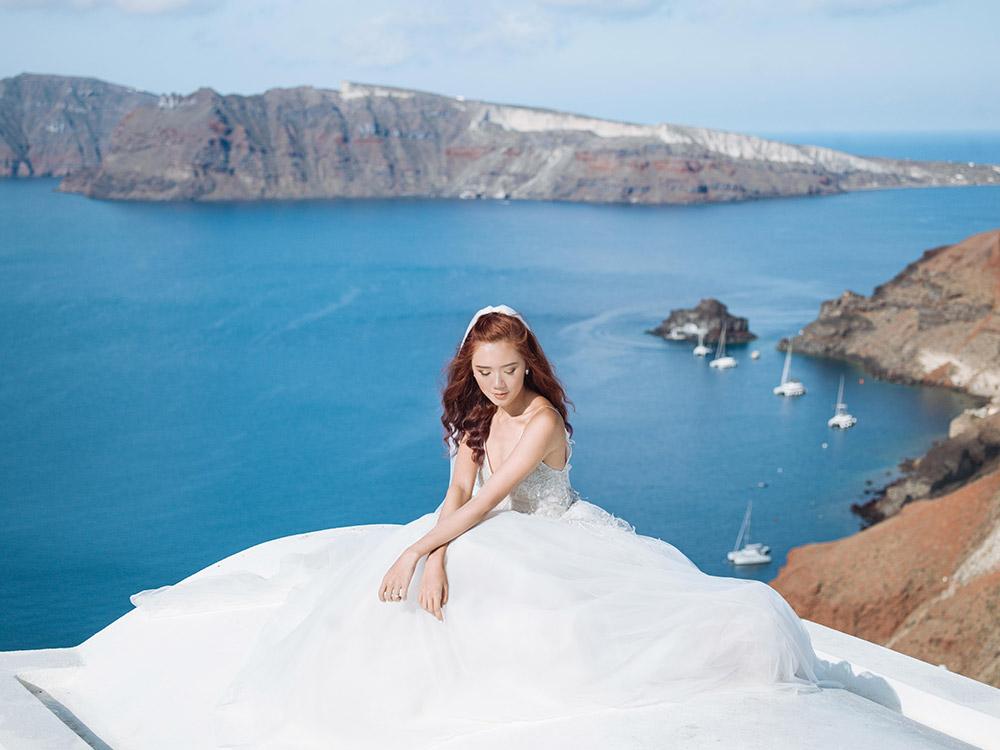 Photography by Sunrise Greece. www.theweddingnotebook.com