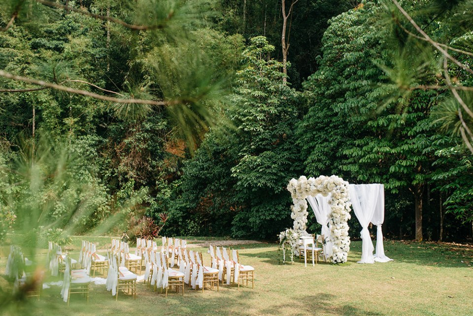 Photo by Peter Herman Photography. Styling by The PeakXperience. www.theweddingnotebook.com