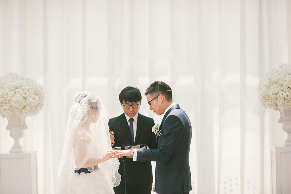 Photo by Munkeat Photography. www.theweddingnotebook.com