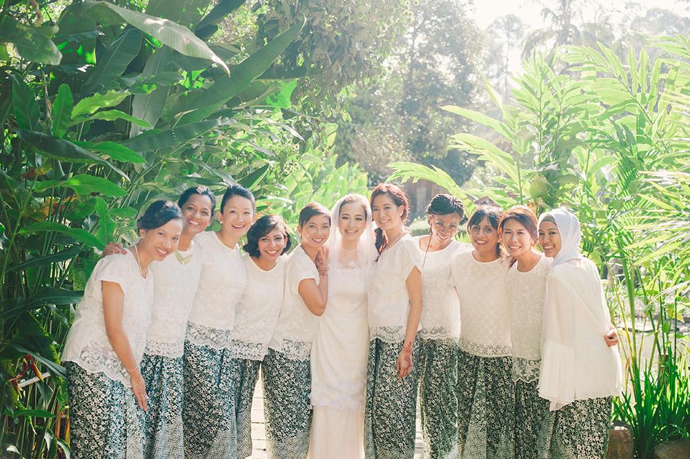 Photo by Munkeat Photography. www.theweddingnotebook.com