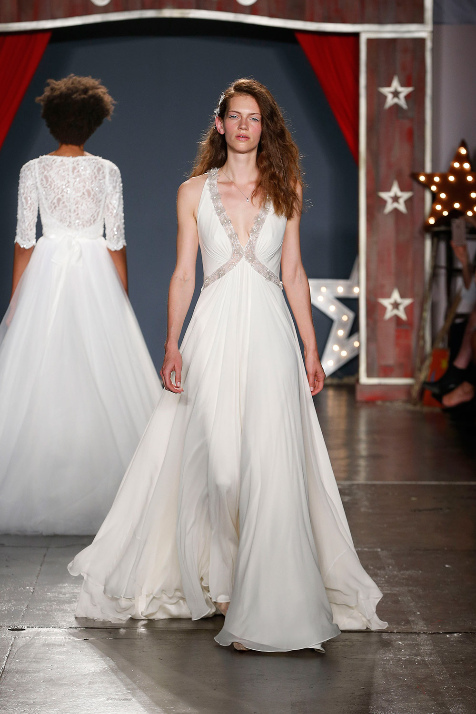 Jenny Packham 2018 Bridal Collection. tp://www.theweddingnotebook.com