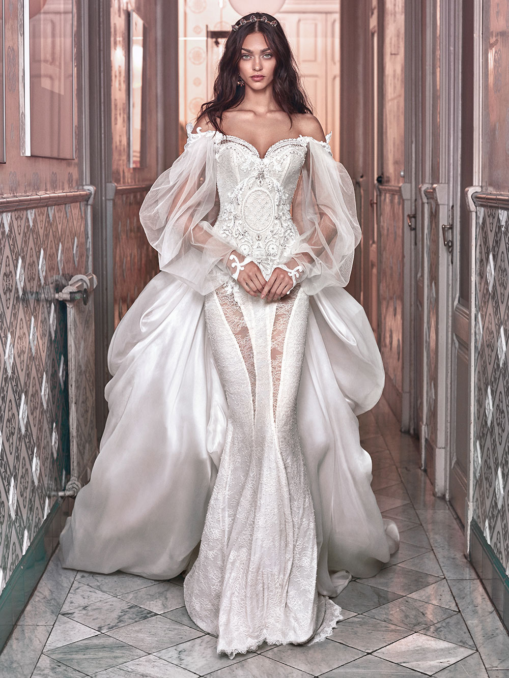 Thelma and Ossie train - Galia Lahav Spring 2018 Collection. www.theweddingnotebook.com