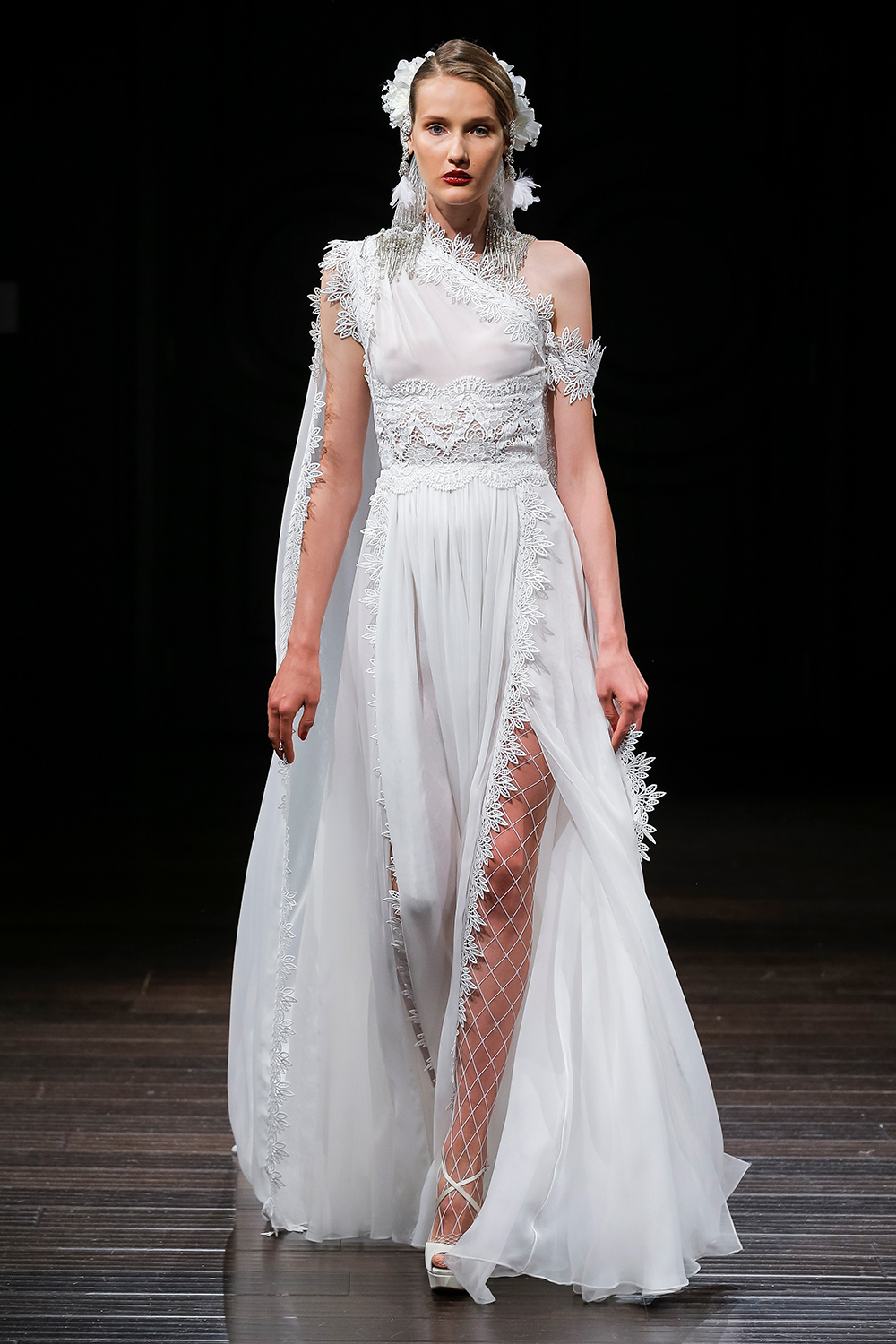 SPRING - Naeem Khan 2018 Bridal Collection. www.theweddingnotebook.com