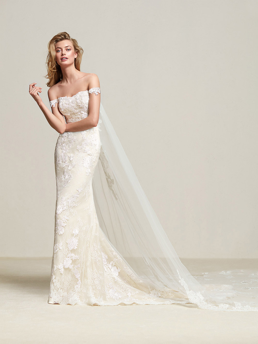 Dria - Pronovias 2018 Bridal Collection. www.theweddingnotebook.com