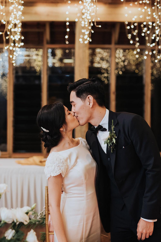 Photo by MunKeatPhotography. www.theweddingnotebook.com