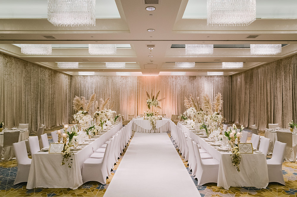 Wedding at Mandarin Oriental Kuala Lumpur Junior Ballroom. Photo by Joshua Koh Photography. www.theweddingnotebook.com
