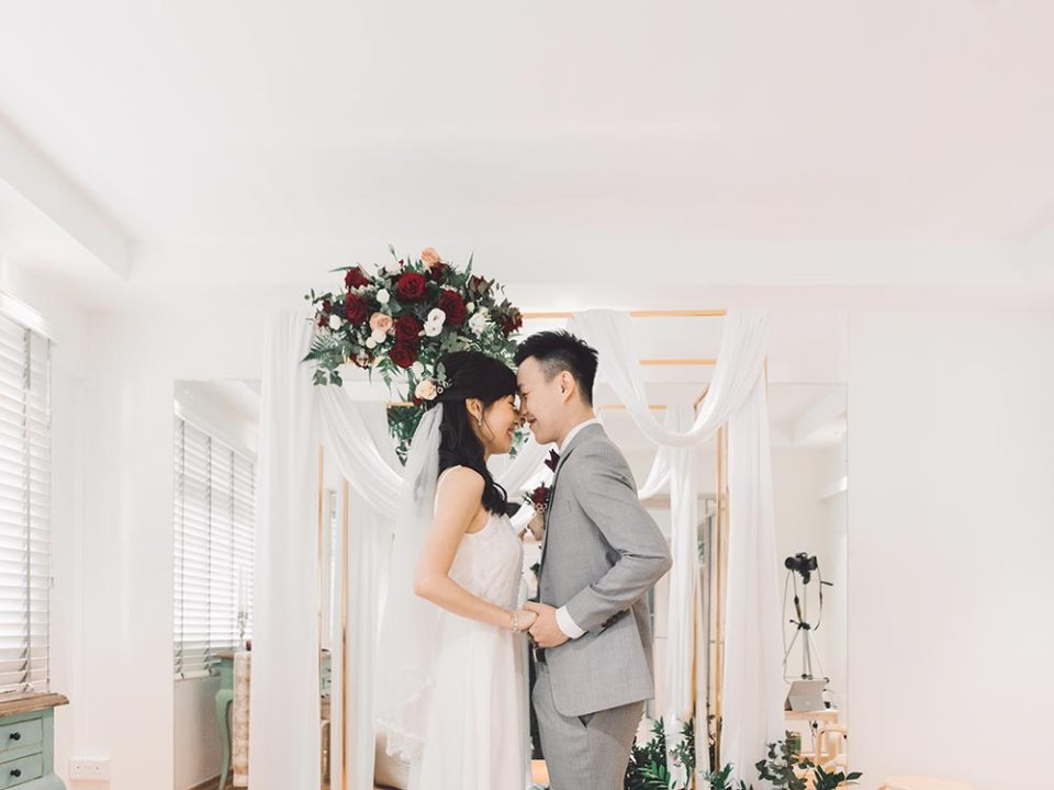 Exchange vows in your own house. Jonlin Photography. www.theweddingnotebook.com #weddingduringcovid19