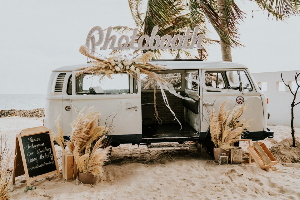 Photography by Hipster Wedding. www.theweddingnotebook.com