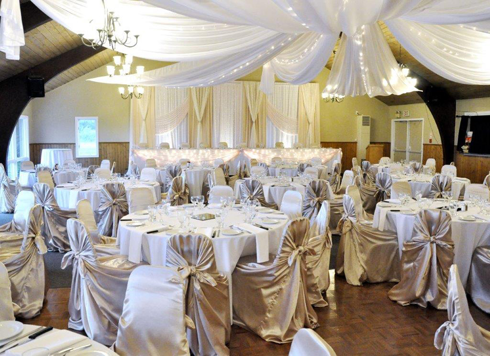 Dundee Country Club Wedding   Photo: Decorating Dreams