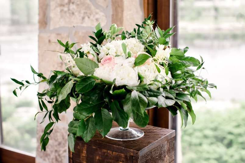 fresh look design white floral centrepieces with lots of green