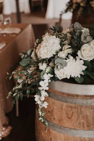 fresh look design flowers on a wine barrel