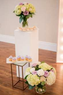 Planner & Florist: Elegant Bouquets | Photo: Emily Christine Photography