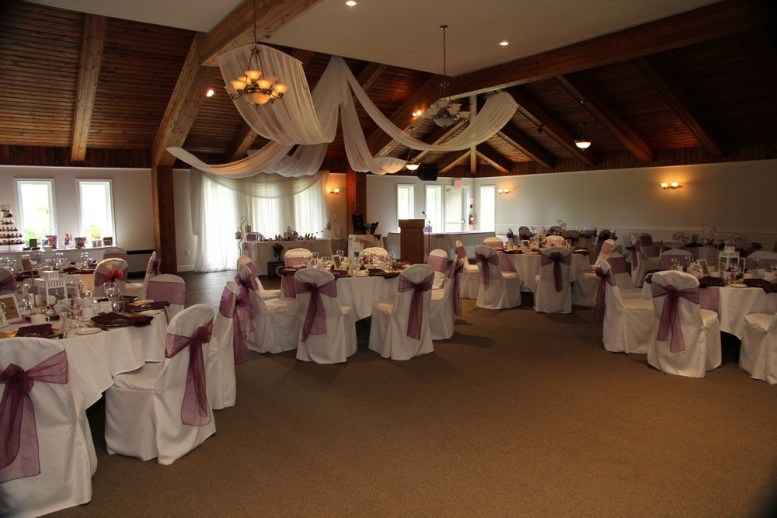 Venue: Beaverdale Golf Club | Photo: Ponsoby Photography