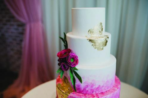 tropical theme wedding cake at Cambridge Butterfly