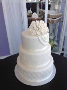 Fashion Museum - Tying the Knot: 200 Years of Wedding Attire | Cake: The Baking Company | Photo: The Baking Company