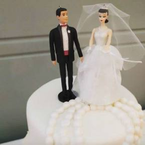 Fashion Museum - Tying the Knot: 200 Years of Wedding Attire | Cake: The Baking Company | Photo: Fashion Museum