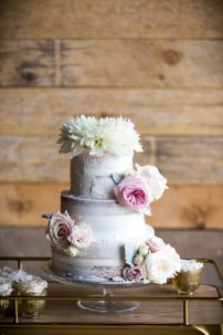 Photo: Anne Edgar Photography | Cake: The Baking Company