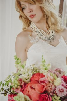 PHOTO: Julie Nicole Photography | GOWNS & ACCESSORIES: La Crème St. Jacobs