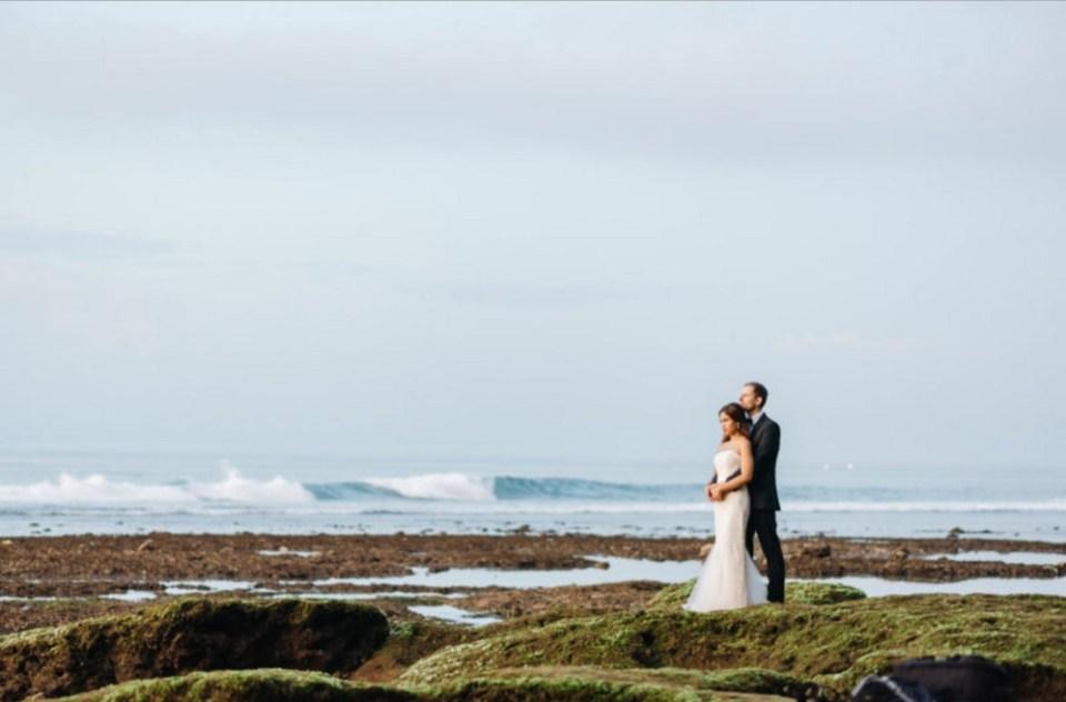 pre-wedding photoshoot locations indonesia - Suluban beach - Wed Over Hills