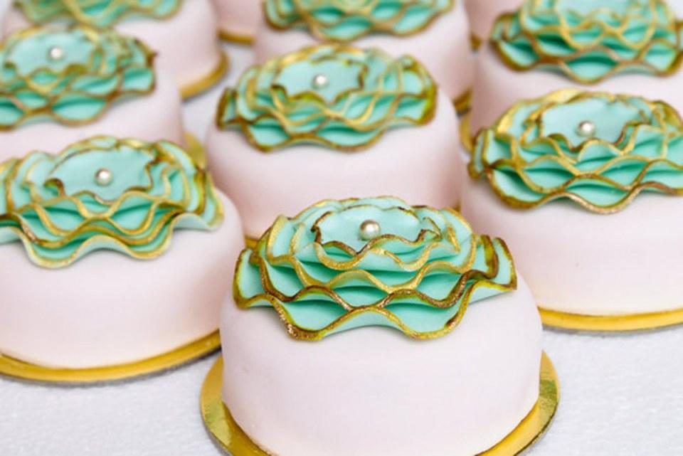 wedding dessert tables - Cakes by Alyanna