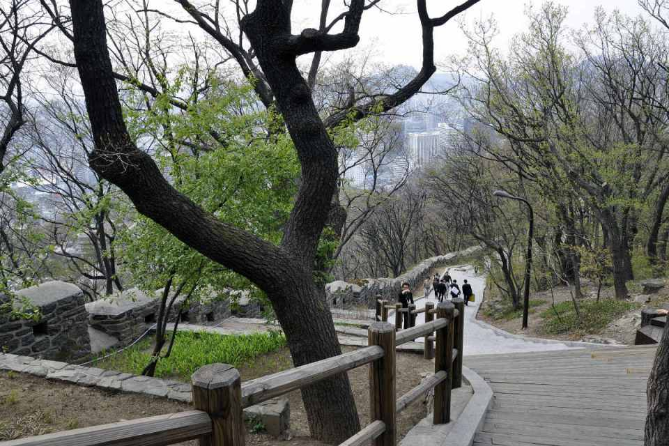 KoreaHoneymoon-NamsanPark-worldwalkabout