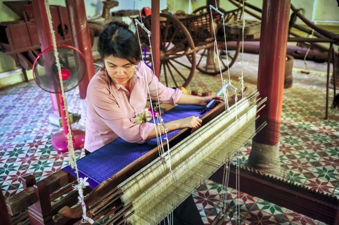 Palace Gate Hotel 11 - A silk weaver in Phnom Penh - Culture Trip