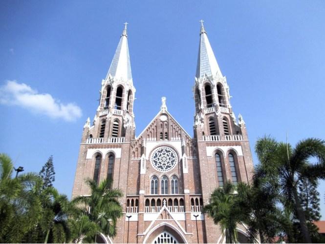 Myanmar Honeymoon - Saint Mary's Cathedral - Tyler ser Noche