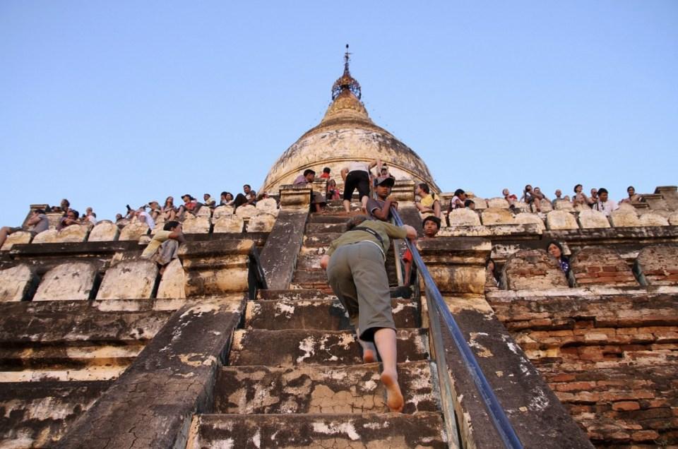 Myanmar Honeymoon - Shwesandaw Pagoda - Gern Eichmann
