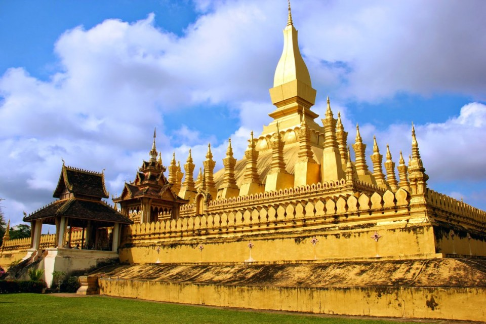 laos honeymoon Pha That Luang