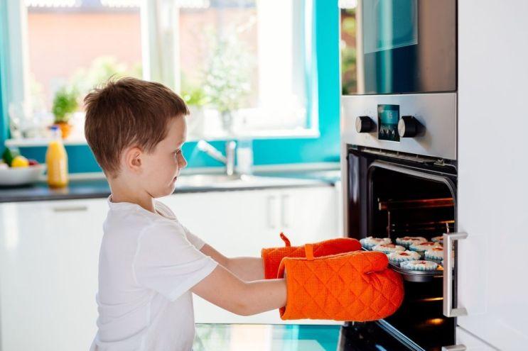 kid baking cupcakes