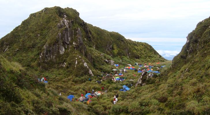 Mt Apo trek - crowded campsite