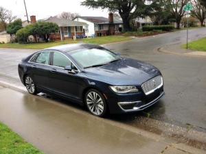 The 2017 Lincoln MKZ has a sleeker exterior design.