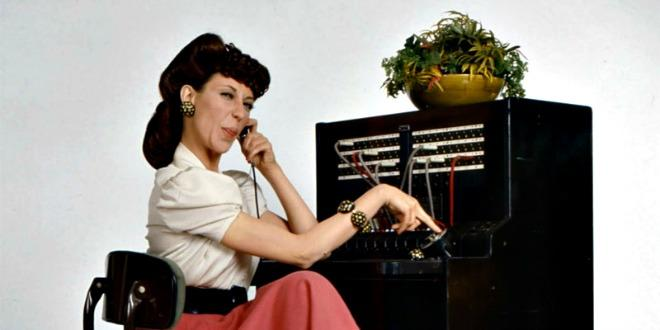 Lily Tomlin as Ernestine the telephone operator takes in General Motors.