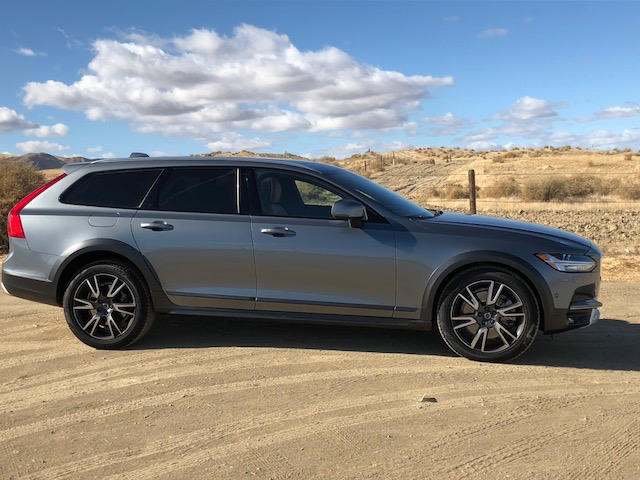 The 2017 Volvo V90 Cross Country is a luxurious, versatile and rugged station. Image © James Raia/2017.