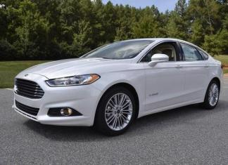 The 2014 Ford Fusion has attractive interior and exterior styling.