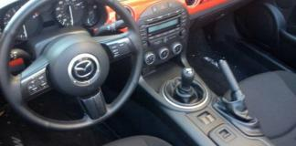 The Mazda MX-5 Miata has a short-shift, six-speed gearbox.