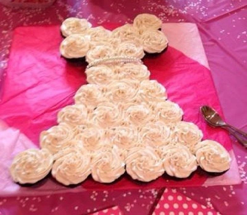 Megan\'s Cupcake Wedding Dress Cake for her wedding shower * THE WELL ...
