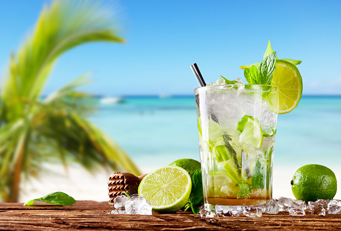 mojito-bar-by-the-pool