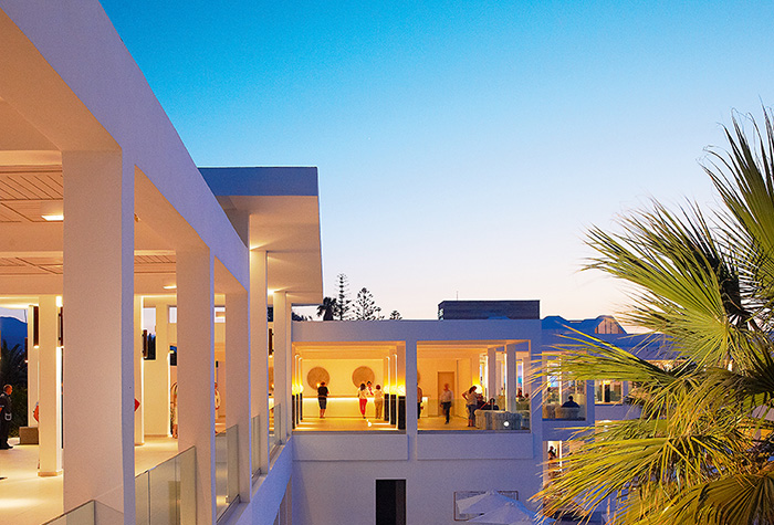 sunset-lounge-bar-in-white-palace-luxury-resort-in-crete