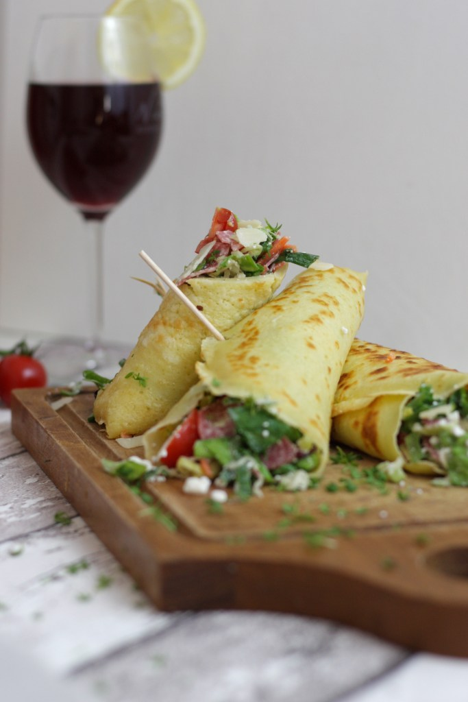 Pfannkuchen Wraps mit knackigem Salatmix