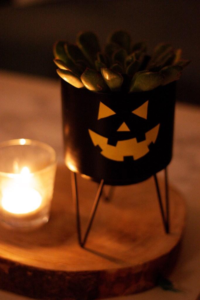Kleine schaurige Halloween Blumentopf-Bastelei <br>| Mi-Mini