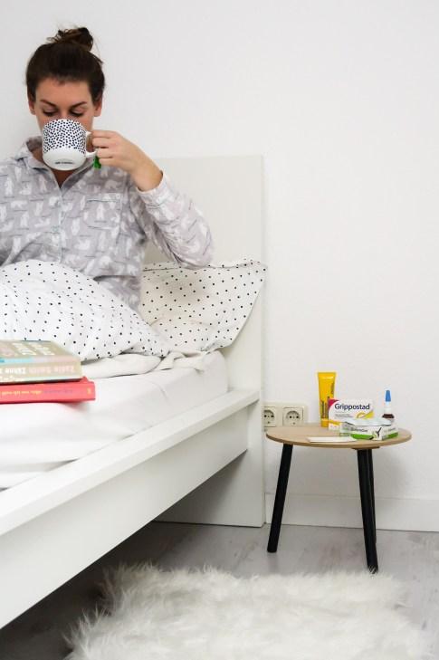 Tee trinken im Bett