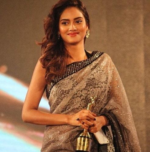 nusrat jahan with her tele cine award